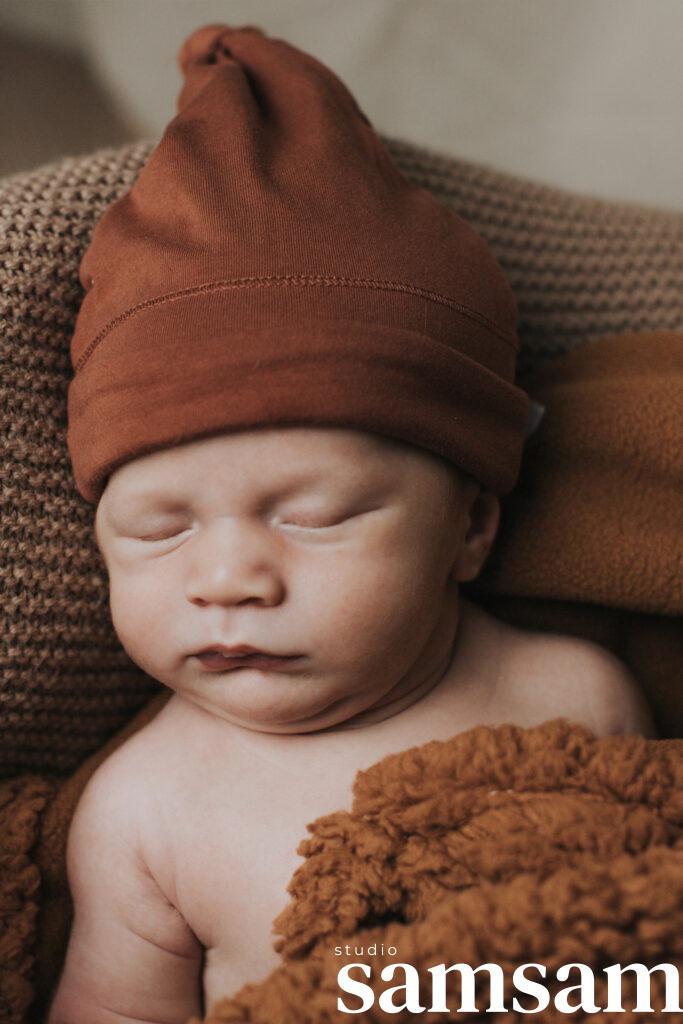Fotoshoot Studio samsam van newborn Aiden pasgeboren in Wormer, Wormerland, Zaanstad