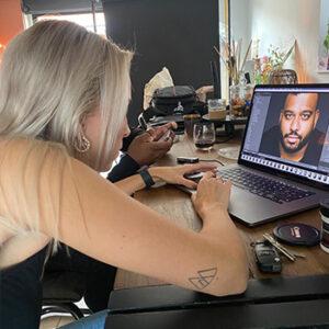 Fotoshoot nabewerken van Jason Payne door Studio samsam Esmee behind the scenes in Wormer, Wormerland, Zaanstad