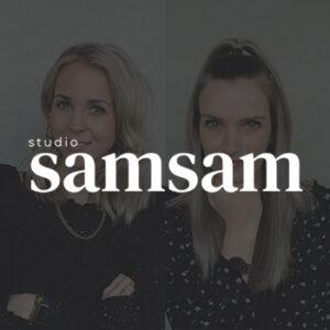 Fotoshoot portret Anouk en Esmee door Studio samsam met logo behind the scenes in Wormer, Wormerland, Zaanstad