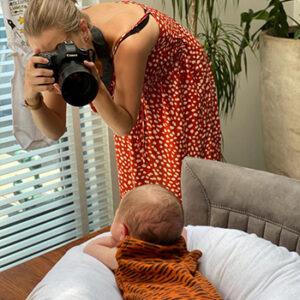 Fotoshoot newborn baby door Studio samsam Anouk behind the scenes in Wormer, Wormerland, Zaanstad