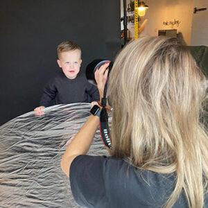 Fotoshoot portret behind the scenes kind in Wormer, Wormerland, Zaanstad